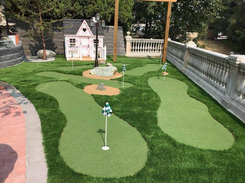 15 Backyard Putting Greens That Will Make You Jealous ...